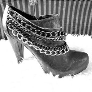 BKE Buckle brand ankle boots.